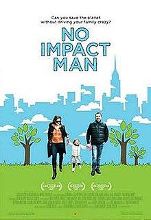photo de couverture d'un livre montrant un couple marchant dans un parc avec leur fille de 5 ans