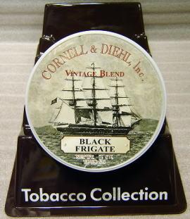 Quel tabac pour la suite de mon parcours initiatique ? Cornell&diehl-black-frigate1.jpg?u=http%3A%2F%2Fwww.keigai.com%2Fpipe-t%2Fimg%2Fcornell%26diehl-black-frigate1