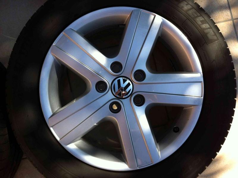 [VENDU] Jantes 17in VW Thunder (T5/T6) + Pneus Hiver B_1_q_0_p_0.jpg?u=http%3A%2F%2Fi38.servimg.com%2Fu%2Ff38%2F15%2F38%2F42%2F02%2Fjantes11