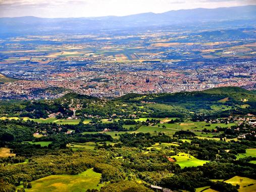 File:Clermont-Ferrand, vu du sommet du Puy-de-Dôme. (2 ...