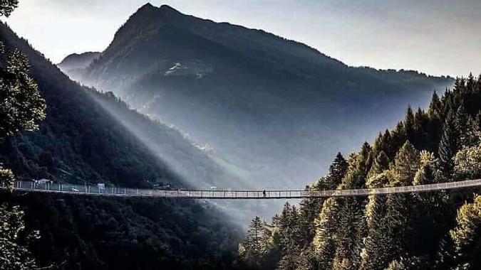 Ponte nel Cielo: de langste Tibetaanse brug van Europa ...