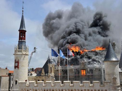 Incendie de l'Hôtel de ville : La Rochelle engage des ...