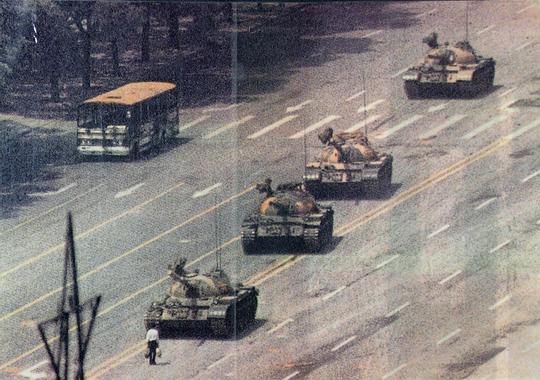 Images d'archives des événements de Tiananmen - rts.ch ...