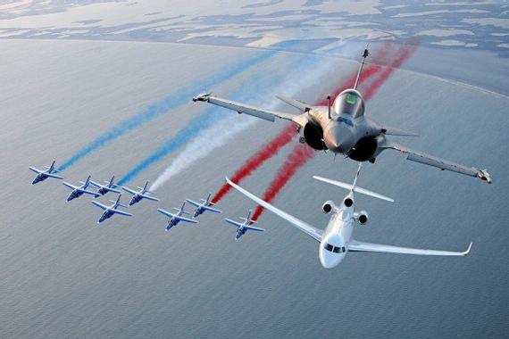 Vol Patrouille de France, Rafale et Falcon 8X - Dassault ...